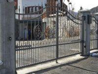 cancello-con-lance-e-disegno-centrale