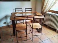Table avec chaises effet corten