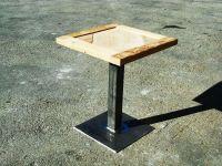 table-avec-sol-en-bois-brossé