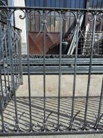 Balustrade de balcon avec éléments forgés et serrés