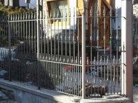 Clôture à crampons et lances
