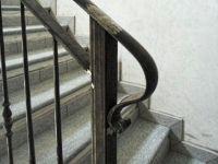 Terminal de rampe escalier avec boucle forgée en demi tour