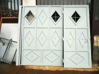 Porte avec deux portes pour garage intérieur avec fenêtres en losange