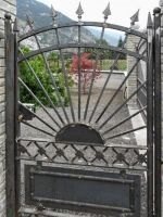 Porte de jardin avec cadre et sunburst